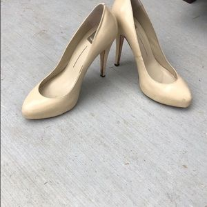 Size 9 dolce vita patent leather pump